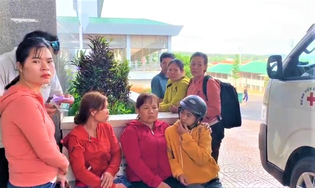 Nhân chứng kể lại phút giây kinh hoàng khi ô tô lao vào chợ ở Đắk Nông: Con quay lại thì thấy mẹ và nhiều người bị xe tải đè, la hét khủng khiếp! - Ảnh 5.