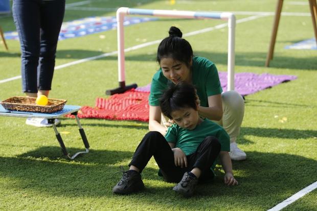 Thu Trang cạn lời, Tiến Luật hụt hẫng khi bé Andy nhận nhầm bố - Ảnh 4.