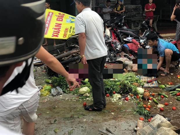 NÓNG: Kinh hoàng xe tải lao thẳng vào chợ, 5 người chết, nhiều người bị thương nằm la liệt - Ảnh 2.