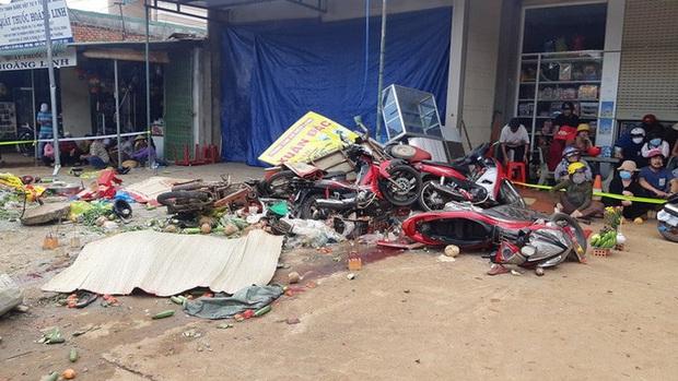 CLIP: Khoảnh khắc xe tải lao vào chợ làm 5 người chết, 5 bị thương - Ảnh 1.