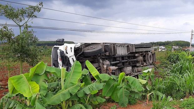 CLIP: Khoảnh khắc xe tải lao vào chợ làm 5 người chết, 5 bị thương - Ảnh 2.