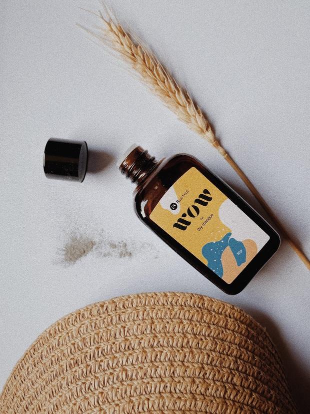 5 dầu gội khô đáng đồng tiền bát gạo: Không chỉ trị tóc bết dính mà còn làm phồng chân tóc hiệu quả - Ảnh 3.