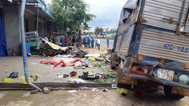 CLIP: Khoảnh khắc xe tải lao vào chợ làm 5 người chết, 5 bị thương - Ảnh 7.