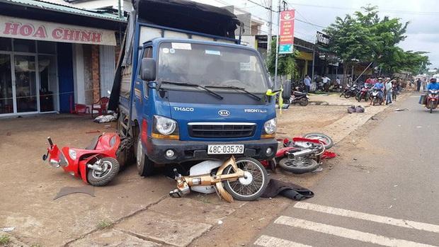 CLIP: Khoảnh khắc xe tải lao vào chợ làm 5 người chết, 5 bị thương - Ảnh 10.