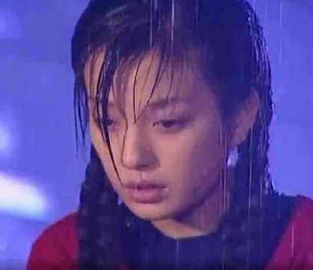 Khi mỹ nhân Cbiz dầm mưa so deep: Dương Mịch lộ luôn khuyết điểm, Lưu Thi Thi đẹp đến nao lòng - Ảnh 8.
