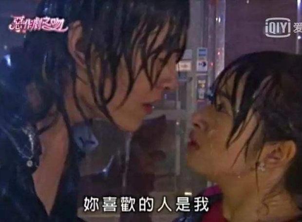 Khi mỹ nhân Cbiz dầm mưa so deep: Dương Mịch lộ luôn khuyết điểm, Lưu Thi Thi đẹp đến nao lòng - Ảnh 15.