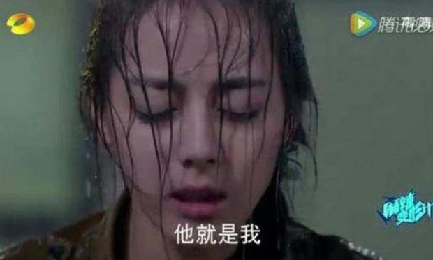Khi mỹ nhân Cbiz dầm mưa so deep: Dương Mịch lộ luôn khuyết điểm, Lưu Thi Thi đẹp đến nao lòng - Ảnh 12.