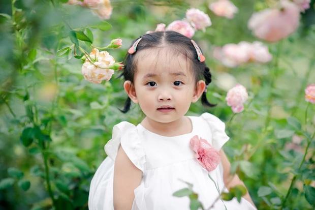 Từng sinh non với cân nặng vỏn vẹn 1,9kg, con gái Khánh Thi nay đã lớn phỏng phao và xinh xắn thế này đây! - Ảnh 8.