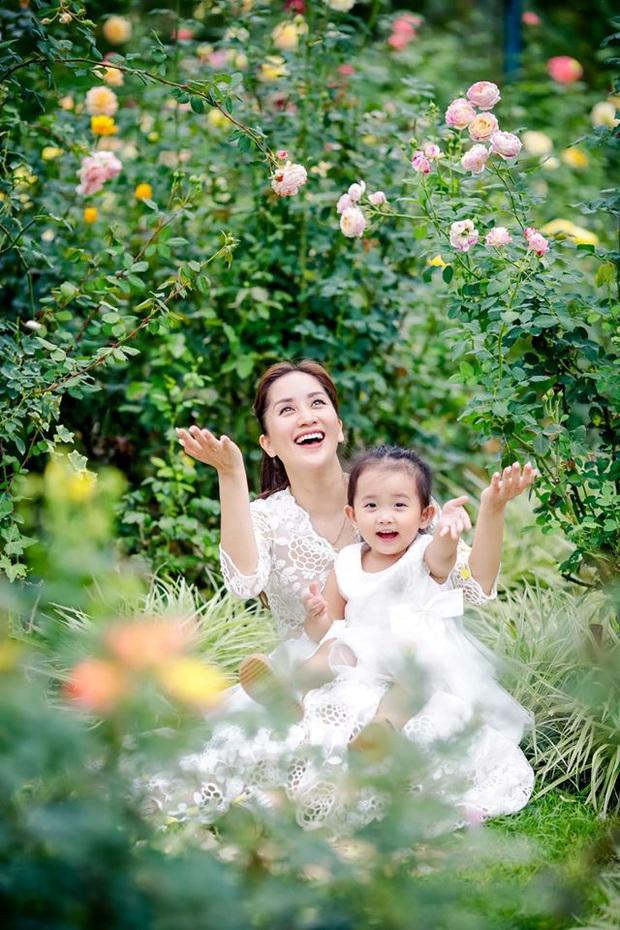 Từng sinh non với cân nặng vỏn vẹn 1,9kg, con gái Khánh Thi nay đã lớn phỏng phao và xinh xắn thế này đây! - Ảnh 4.