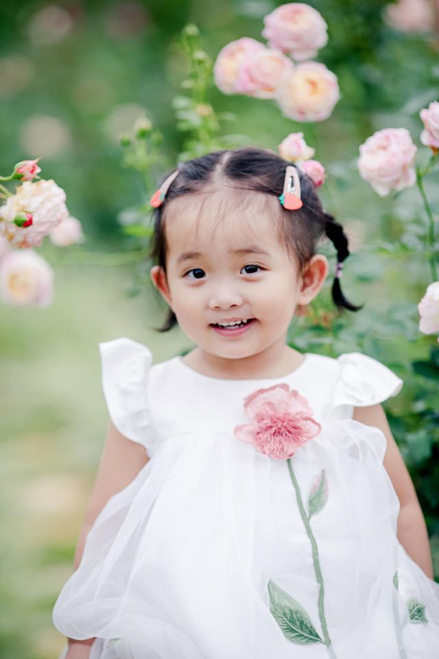 Từng sinh non với cân nặng vỏn vẹn 1,9kg, con gái Khánh Thi nay đã lớn phỏng phao và xinh xắn thế này đây! - Ảnh 3.