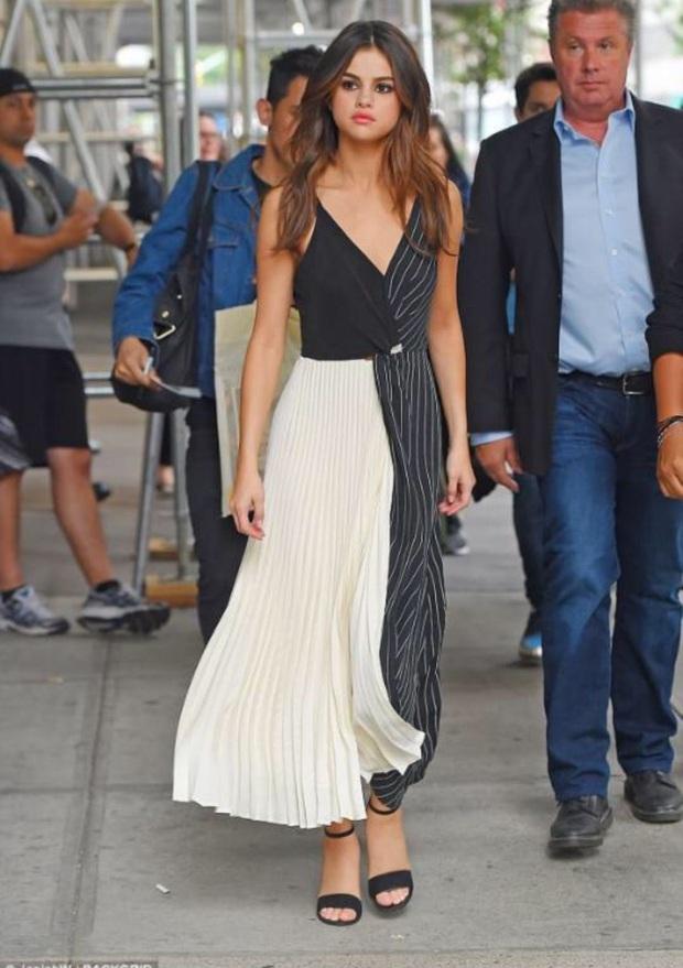 """Muốn biết thế nào là style """"lên hương"""", bạn nên """"bung lụa"""" theo Selena Gomez diện váy xinh yêu chuẩn hè - Ảnh 10."""