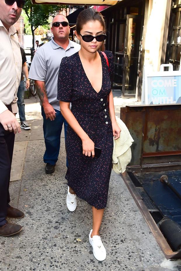 """Muốn biết thế nào là style """"lên hương"""", bạn nên """"bung lụa"""" theo Selena Gomez diện váy xinh yêu chuẩn hè - Ảnh 8."""