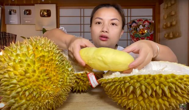 Trời ơi ngất luôn với chị Quỳnh Trần: Mukbang sầu riêng siêu to siêu béo 1,2 triệu đồng, xem đêm nay khỏi ngủ - Ảnh 7.