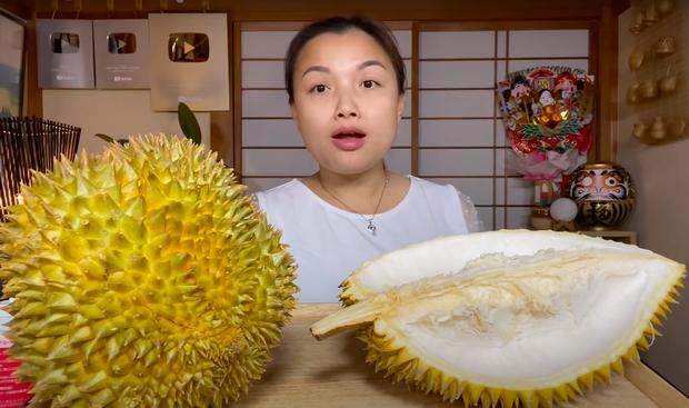Trời ơi ngất luôn với chị Quỳnh Trần: Mukbang sầu riêng siêu to siêu béo 1,2 triệu đồng, xem đêm nay khỏi ngủ - Ảnh 8.