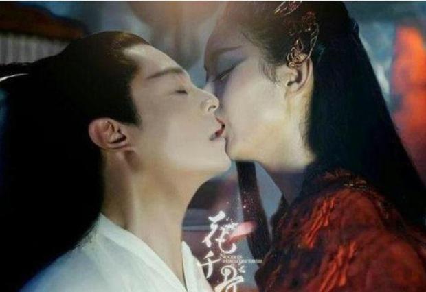 """9 nụ hôn """"xôi thịt"""" gây tranh cãi ở phim Hoa ngữ: Dương Mịch, Đường Yên như sắp bị bạn diễn """"nuốt trọn"""" - Ảnh 5."""