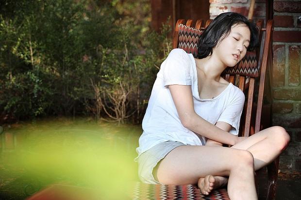 Nàng thơ Kim Go Eun từ một nữ sinh phim 18+ năm nào, giờ đã cưa đổ cả Quân Vương Bất Diệt - Ảnh 3.