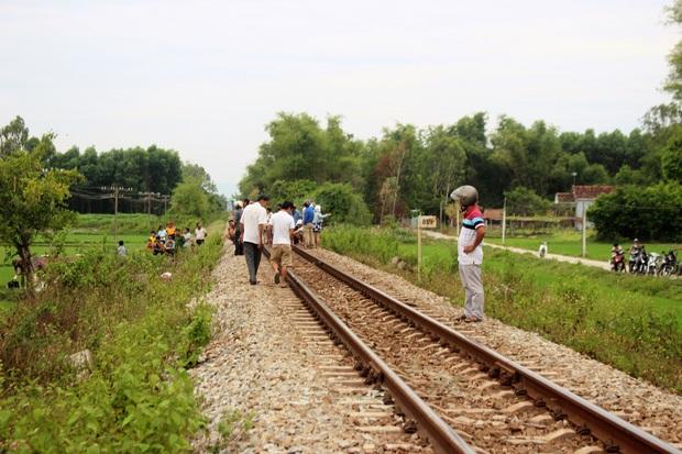 Nằm trên đường ray, người đàn ông bị tàu hỏa tông chết thảm - Ảnh 1.