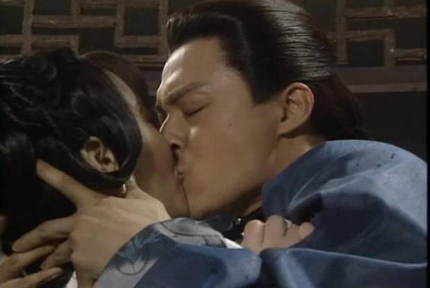 """9 nụ hôn """"xôi thịt"""" gây tranh cãi ở phim Hoa ngữ: Dương Mịch, Đường Yên như sắp bị bạn diễn """"nuốt trọn"""" - Ảnh 8."""
