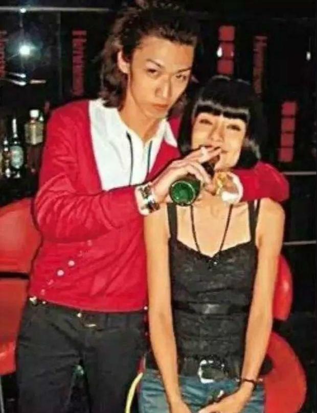 Xôn xao hình ảnh Angela Baby làm gái tiếp rượu tại Nhật Bản thuở chưa nổi tiếng và sự thật phũ phàng đằng sau - Ảnh 3.