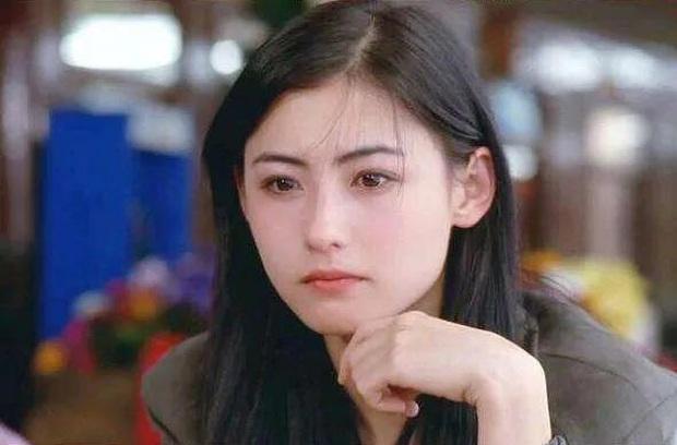 Nhan sắc thuở đôi mươi của Trương Bá Chi thanh tú nhường này, bảo sao luôn tự tin mình đẹp nhì Hong Kong - Ảnh 2.