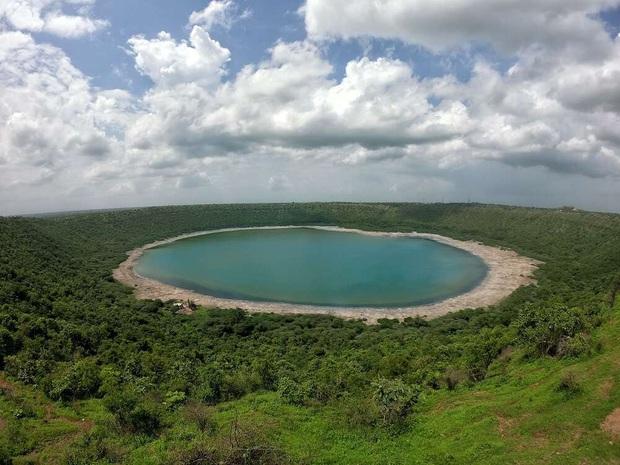 Hồ nước 50.000 năm tuổi biến thành sữa dâu chỉ sau một đêm khiến giới khoa học ngẩn ngơ, chẳng ai hiểu vì sao - Ảnh 3.