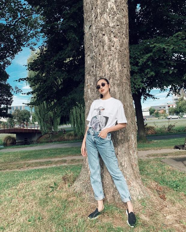 Các mỹ nhân 8x của Vbiz cực kết một mẫu quần jeans hack tuổi siêu phàm, ai diện lên cũng trẻ và ăn chơi hẳn - Ảnh 1.