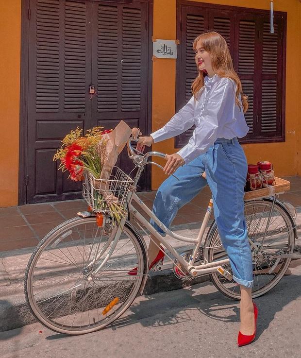 Các mỹ nhân 8x của Vbiz cực kết một mẫu quần jeans hack tuổi siêu phàm, ai diện lên cũng trẻ và ăn chơi hẳn - Ảnh 2.
