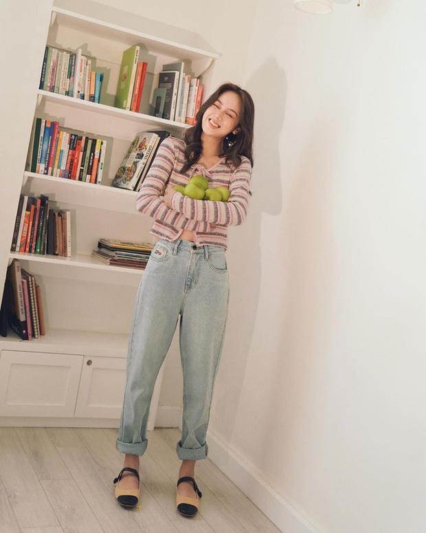 Các mỹ nhân 8x của Vbiz cực kết một mẫu quần jeans hack tuổi siêu phàm, ai diện lên cũng trẻ và ăn chơi hẳn - Ảnh 18.