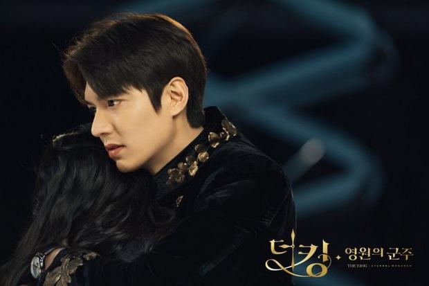 5 giả thuyết siêu hay ho nhưng sai bét về Quân Vương Bất Diệt: Lee Min Ho kẹt trong vòng lặp thời gian, Kim Go Eun đến từ thế giới khác - Ảnh 1.