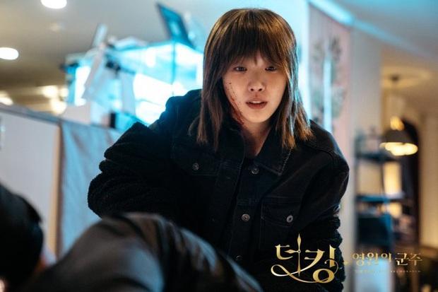 5 giả thuyết siêu hay ho nhưng sai bét về Quân Vương Bất Diệt: Lee Min Ho kẹt trong vòng lặp thời gian, Kim Go Eun đến từ thế giới khác - Ảnh 3.