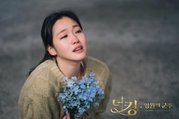5 giả thuyết siêu hay ho nhưng sai bét về Quân Vương Bất Diệt: Lee Min Ho kẹt trong vòng lặp thời gian, Kim Go Eun đến từ thế giới khác - Ảnh 2.