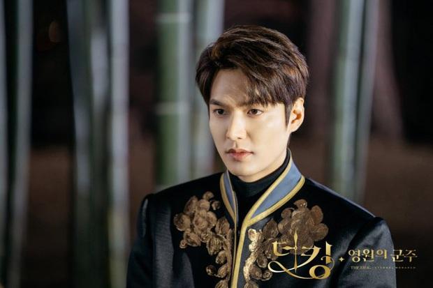 5 giả thuyết siêu hay ho nhưng sai bét về Quân Vương Bất Diệt: Lee Min Ho kẹt trong vòng lặp thời gian, Kim Go Eun đến từ thế giới khác - Ảnh 5.