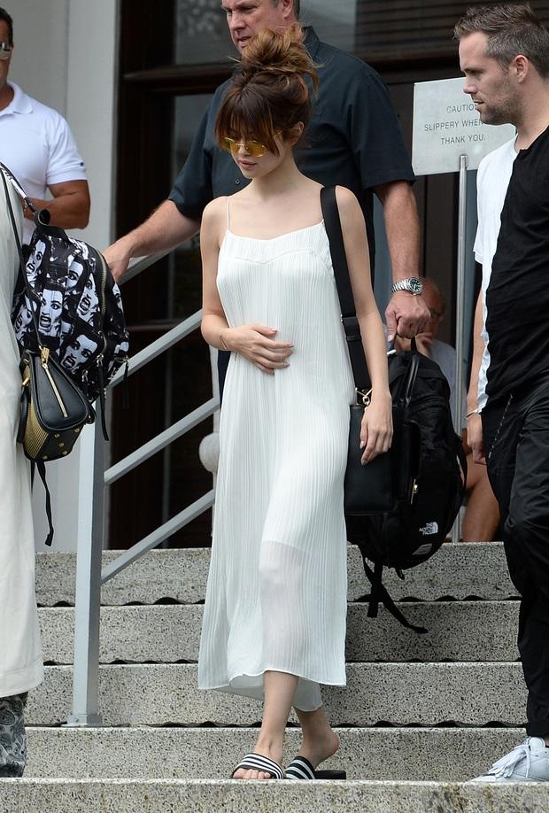 """Muốn biết thế nào là style """"lên hương"""", bạn nên """"bung lụa"""" theo Selena Gomez diện váy xinh yêu chuẩn hè - Ảnh 1."""