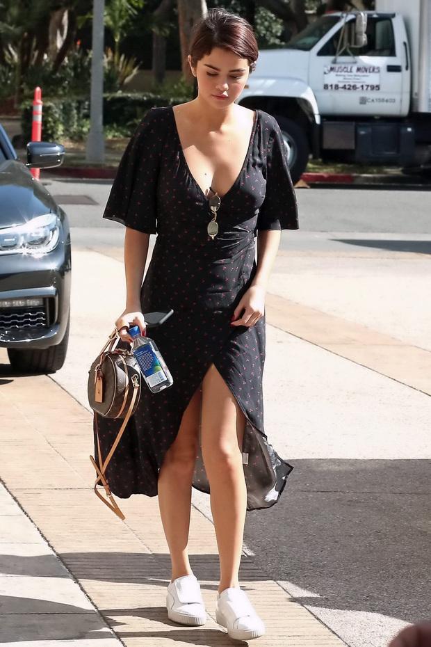 """Muốn biết thế nào là style """"lên hương"""", bạn nên """"bung lụa"""" theo Selena Gomez diện váy xinh yêu chuẩn hè - Ảnh 5."""