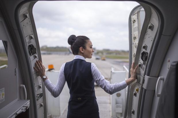 Ai bảo làm tiếp viên hàng không là sướng? Nghe qua loạt quy tắc cực khắt khe này càng thấy nghề bay khổ nhiều hơn! - Ảnh 31.