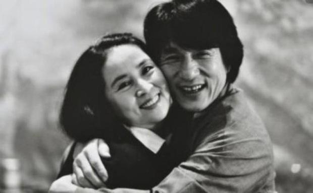 Lâm Phụng Kiều: Ảnh hậu thành vợ bí mật của Thành Long, 17 năm nhẫn nhục vì chồng ngoại tình và chiếc nhẫn không vừa tay - Ảnh 14.