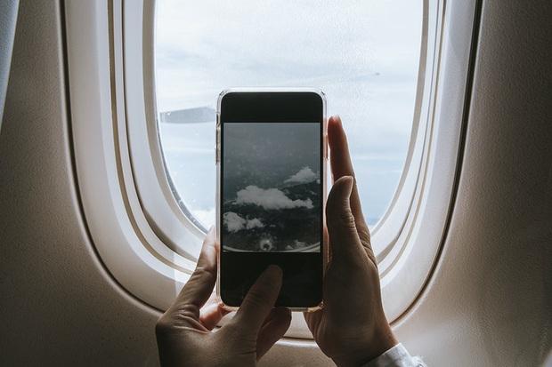 Những việc hành khách tuyệt đối không nên làm khi máy bay đang cất - hạ cánh, chúng còn có thể gây nguy hiểm đến tính mạng của bạn - Ảnh 4.
