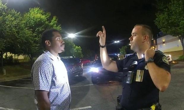 Video khoảnh khắc cuối cùng của người đàn ông da màu bị cảnh sát Mỹ bắn chết hé lộ những tình tiết bất ngờ - Ảnh 5.