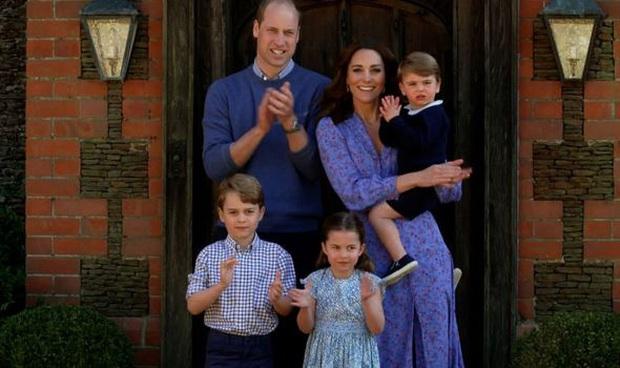 Hoàng tử George sẽ không có cơ hội được trao tước hiệu này vì câu chuyện buồn trong quá khứ của Hoàng gia Anh - Ảnh 1.