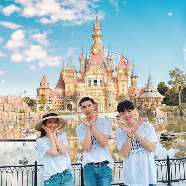 """Tụ tập sau chuỗi """"cày cuốc"""" trending, Gia đình Hoa dâm bụt rủ nhau phá đảo công viên chủ đề lớn nhất Việt Nam - Ảnh 3."""