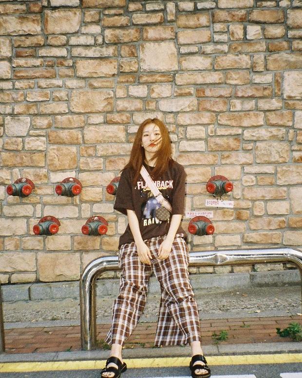"""Có một kiểu quần ống rộng """"hot hit"""" đáng để bạn sắm ngay lúc này: Đến Rosé, Jisoo, Seulgi còn mê thì bạn ắt cũng """"đổ"""" - Ảnh 3."""