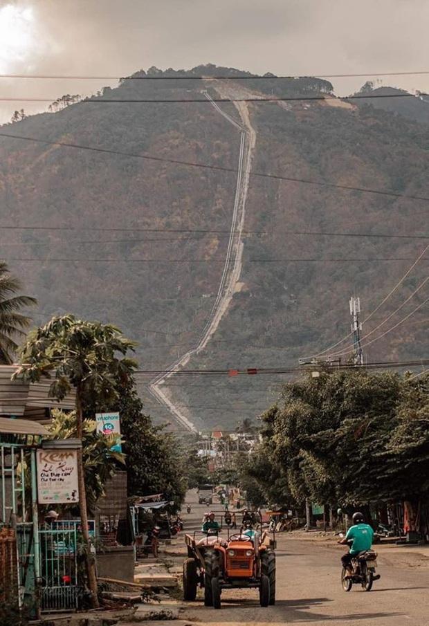 """Một ngọn đèo được cho là """"ngoạn mục"""" nhất Việt Nam với dốc thẳng đứng khi nhìn từ xa, chỉ xem ảnh thì chắc chắn ai cũng ăn """"cú lừa"""" - Ảnh 2."""