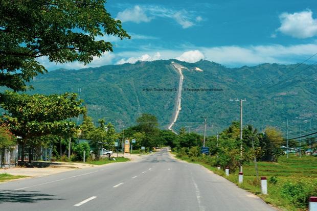 """Một ngọn đèo được cho là """"ngoạn mục"""" nhất Việt Nam với dốc thẳng đứng khi nhìn từ xa, chỉ xem ảnh thì chắc chắn ai cũng ăn """"cú lừa"""" - Ảnh 9."""
