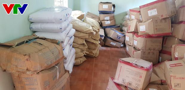 Triệt phá tổng kho phụ gia, nguyên liệu nhập lậu sản xuất bim bim cực khủng ở Hà Nội - Ảnh 3.