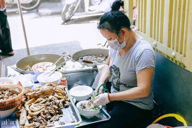 Bà chủ bún ngan Nhàn nức tiếng Hà Nội lần đầu thừa nhận rất hay chửi nhưng được hàng xóm minh oan, tự tin thịt hàng mình mà ai chê là người không biết ăn - Ảnh 8.