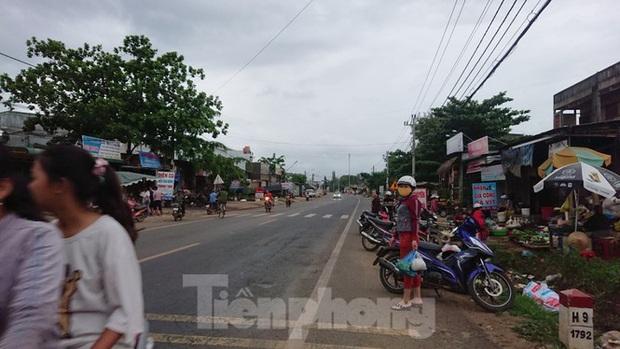 Từ vụ tai nạn thảm khốc ở Đắk Nông: Buôn bán lấn chiếm lòng lề đường bất chấp hiểm nguy - Ảnh 5.