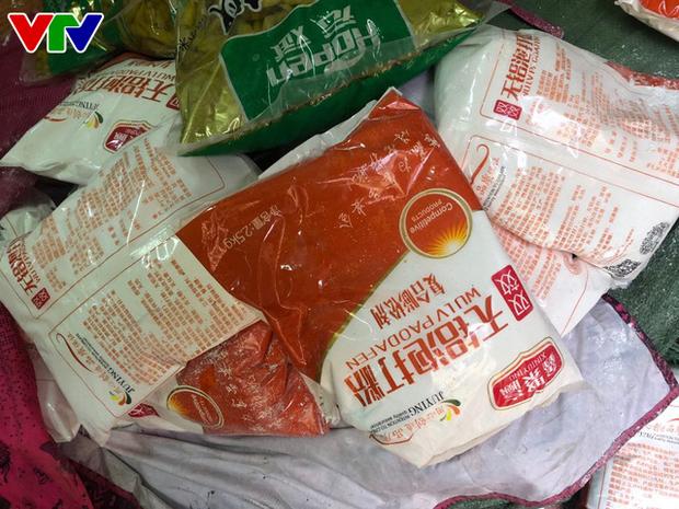 Triệt phá tổng kho phụ gia, nguyên liệu nhập lậu sản xuất bim bim cực khủng ở Hà Nội - Ảnh 8.