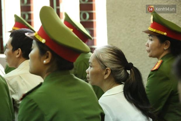Bùi Thị Kim Thu xuất hiện tiều tụy, tóc bạc trắng trong phiên phúc thẩm vụ nữ sinh giao gà bị sát hại - Ảnh 1.