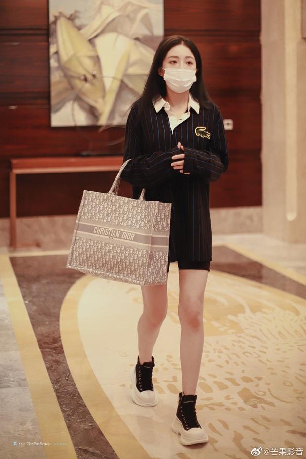 Ảnh hậu trường tập show 618 của THE9: Ngu Thư Hân phờ phạc, Khổng Tuyết Nhi được kèm sát sau scandal sờ soạng - Ảnh 10.