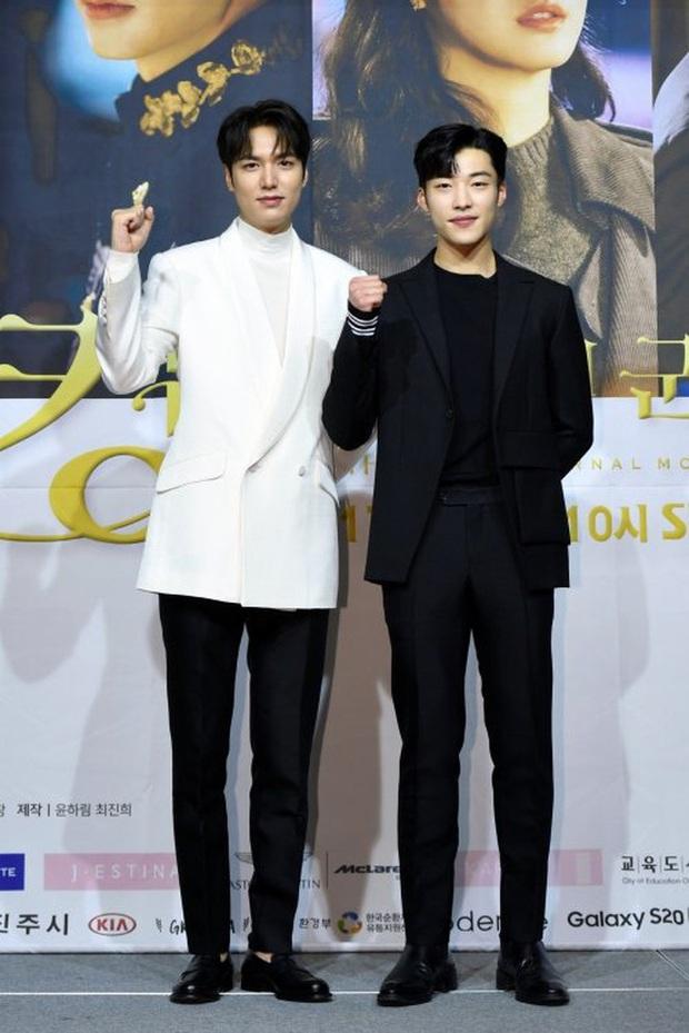 Lee Min Ho đăng ảnh đời thường, ai dè bị soi hint hẹn hò nhân vật này chỉ nhờ chi tiết bông hoa cài trên tai - Ảnh 12.